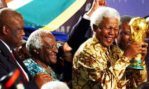 Nelson-Mandela-and-Desmon-001